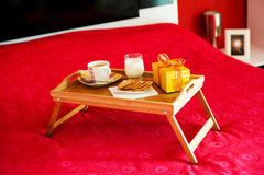 ψωμιού προγευμάτων καφέ ηπειρωτικός δημητριακών croissant βάθους πεδίων δίσκος φραουλών ακτινίδιων ρηχός Στοκ Εικόνες