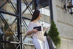 ψωνίζοντας γυναίκα τρόπου ζωής απεικόνισης μόδας πόλεων Στοκ Εικόνα