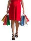 ψωνίζοντας λευκή γυναίκα ποδιών έννοιας τσαντών ανασκόπησης Η νέα γυναίκα κρατά πολλές τσάντες αγορών Στοκ Φωτογραφίες