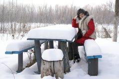 Ψύξη στο χιονώδη πίνακα Στοκ εικόνες με δικαίωμα ελεύθερης χρήσης