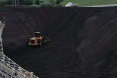 Ωθώντας άνθρακας εκσακαφέων επάνω στο Hill Στοκ Φωτογραφία