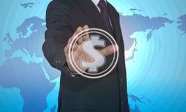 Ωθώντας κουμπί επιχειρηματιών με το σημάδι δολαρίων Στοκ Φωτογραφίες
