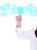 Ωθώντας κουμπί χεριών σε μια οθόνη αφής Στοκ Εικόνες