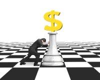 Ωθώντας σκάκι χρημάτων ατόμων του χρυσού νομίσματος δολαρίων Στοκ φωτογραφίες με δικαίωμα ελεύθερης χρήσης