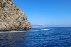 Ωκεάνια άποψη θάλασσας βουνών τοπίων μαγιορκινή Στοκ εικόνα με δικαίωμα ελεύθερης χρήσης