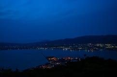 Ωκεάνια άποψη νύχτας θαλάσσιων λιμένων του Hakodate στοκ εικόνες