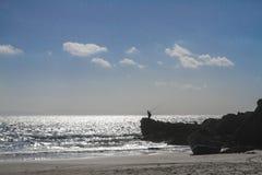Ωκεάνια βουνά ερήμων άμμου μπλε ουρανού θερινών ήλιων Στοκ φωτογραφίες με δικαίωμα ελεύθερης χρήσης