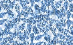 Ωκεάνια μπλε άνευ ραφής διανυσματικά τροπικά φύλλα φοινικών σχεδίων και κίτρινα λουλούδια κρητιδογραφιών απεικόνιση αποθεμάτων