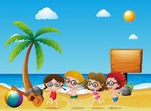 Ωκεάνια σκηνή με τα παιδιά στην παραλία απεικόνιση αποθεμάτων