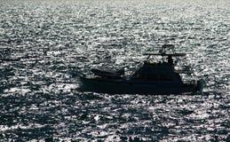 ωκεάνια σκιαγραφία βαρκώ&n στοκ φωτογραφία με δικαίωμα ελεύθερης χρήσης