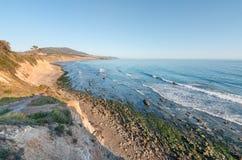 Ωκεάνιοι απότομοι βράχοι Καλιφόρνιας Στοκ Εικόνες