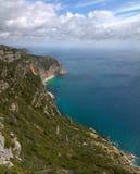 Ωκεάνιος απότομος βράχος βουνών Arrabida Στοκ Φωτογραφίες