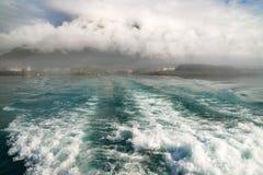Ωκεάνιος κόλπος αναζοωγόνησης Seafoam ιχνών Seward Αλάσκα φύλλων βαρκών στοκ εικόνα