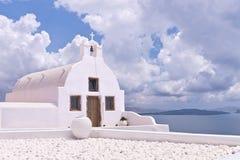 Ωκεάνιος ουρανός εκκλησιών της Ελλάδας Oia Santorini Στοκ Φωτογραφίες