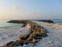 Ωκεάνιος σκόπελος από το νησί Maafushi Στοκ Εικόνες