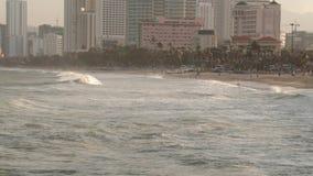 Ωκεάνιος συνδετήρας του Βιετνάμ HD θερέτρου Nha Trang κυμάτων απόθεμα βίντεο