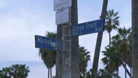 Ωκεάνιο μπροστινό σημάδι οδών στην παραλία Λος Άντζελες της Βενετίας απόθεμα βίντεο