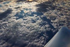 Ωκεανός μέσω των σύννεφων Στοκ Εικόνες