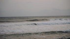 Ωκεανός με τα μεγάλα κύματα φιλμ μικρού μήκους