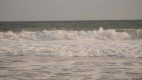 Ωκεανός με τα μεγάλα κύματα απόθεμα βίντεο