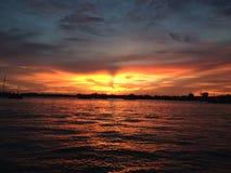 ωκεανός πέρα από το ηλιοβασίλεμα Στοκ Φωτογραφίες