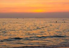Ωκεανός τοπίων όταν ηλιοβασίλεμα Στοκ φωτογραφία με δικαίωμα ελεύθερης χρήσης
