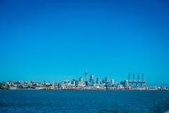 ΩΚΛΑΝΤ, ΝΕΑ ΖΗΛΑΝΔΙΑ 12 ΜΑΐΟΥ 2017: Όμορφη άποψη της μεγαλύτερης και πιό πυκνοκατοικημένης αστικής περιοχής του Ώκλαντ, Στοκ φωτογραφία με δικαίωμα ελεύθερης χρήσης
