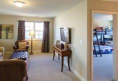 Δωμάτιο και κρεβατοκάμαρα TV Στοκ φωτογραφία με δικαίωμα ελεύθερης χρήσης