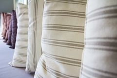 δωμάτιο μαξιλαριών διαβίωσης Στοκ φωτογραφία με δικαίωμα ελεύθερης χρήσης