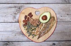 Ωμέγα 3 πλούσια τρόφιμα, καλά για την υγιή καρδιά στοκ εικόνες