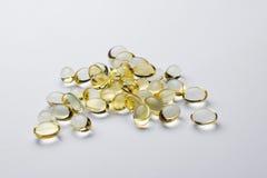 Ωμέγα 3 χάπια - που απομονώνονται Στοκ Φωτογραφίες