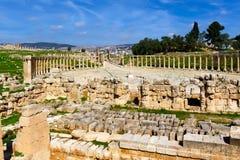 Ωοειδές φόρουμ, ρωμαϊκές καταστροφές στην πόλη Jerash Στοκ Φωτογραφία