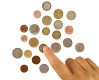Ωριμάστε, μετρώντας πένες χεριών γυναικών, μικρή αλλαγή Έννοια ένδειας Ευρωπαϊκά ευρο- νομίσματα, στο λευκό στοκ εικόνες