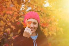 Ωριμασμένη γυναίκα στο δάσος Στοκ Εικόνα