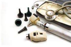 Ωτοσκόπιο και Opthalmoscope που τίθενται για την εξέταση ματιών αυτιών Στοκ Εικόνες