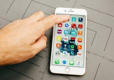 Όλα τα apps επάνω στο iPhone 7 συν τα προγράμματα εφαρμογών Στοκ Φωτογραφίες