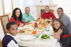 όλη η οικογένεια γευμάτων Χριστουγέννων από κοινού στοκ φωτογραφία με δικαίωμα ελεύθερης χρήσης