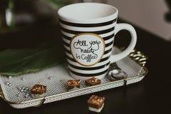 Όλος που χρειάζεστε το πρωί είναι καφές στοκ φωτογραφία