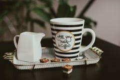 Όλος που χρειάζεστε το πρωί είναι καφές στοκ εικόνες με δικαίωμα ελεύθερης χρήσης