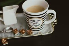 Όλος που χρειάζεστε το πρωί είναι καφές στοκ φωτογραφία με δικαίωμα ελεύθερης χρήσης