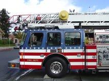 όλο το αμερικανικό πυροσβεστικό όχημα Στοκ φωτογραφία με δικαίωμα ελεύθερης χρήσης