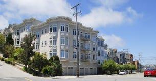 Όμορφα άσπρα σπίτια σειρών, Σαν Φρανσίσκο, ΗΠΑ Στοκ Εικόνα
