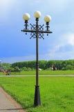 Όμορφα άσπρα στρογγυλά φανάρια στο πάρκο πόλεων Στοκ φωτογραφίες με δικαίωμα ελεύθερης χρήσης
