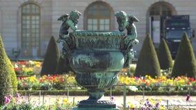 Όμορφα αγάλματα αγγέλων από το παλάτι των Βερσαλλιών, ναυπηγείο ανθών φιλμ μικρού μήκους