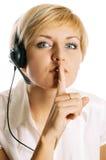 όμορφα ακουστικά κοριτσιών σιωπηλά Στοκ εικόνα με δικαίωμα ελεύθερης χρήσης