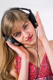 όμορφα ακουστικά κοριτσιών Στοκ φωτογραφίες με δικαίωμα ελεύθερης χρήσης