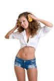 όμορφα ακουστικά κοριτσ Στοκ φωτογραφία με δικαίωμα ελεύθερης χρήσης