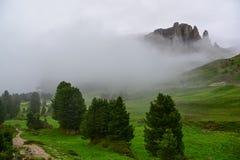Όμορφα βουνά στους δολομίτες στοκ εικόνες