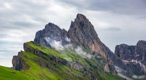 Όμορφα βουνά στους δολομίτες στοκ φωτογραφία