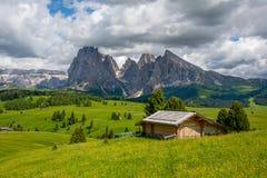 Όμορφα βουνά στους δολομίτες στοκ φωτογραφίες
